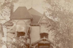 Solomon-Wrightwood-Ave-house-with-family-1